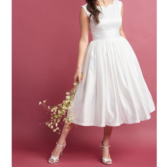0fd08785545a Fabulous Fit - Flare Dress with Pockets in White. M_5a985d7f3800c5fd179e137d
